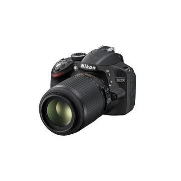 Digitalni fotoaparat NIKON D3200, 24.2 Mpixela, 3x optički zoom, SD/SDHC/SDXC/UHS-I, USB, + objektiv AF-S DX 18-105mm VR, crni